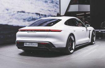 Porsche Taycan achterkant