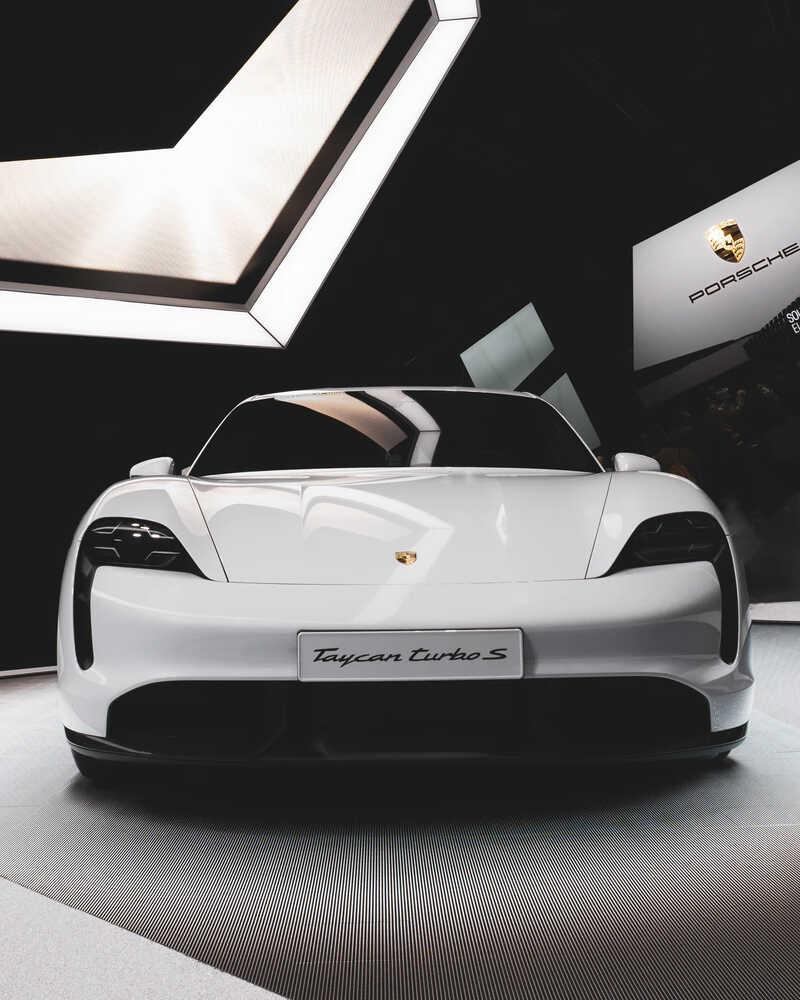 Porsche Taycan voorkant
